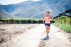 Fonctionnement femelle de triathlete Image stock