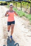 Fonctionnement femelle de triathlete Photos stock