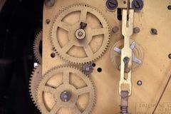 Fonctionnement interne d'un mouvement antique d'horloge Photographie stock libre de droits