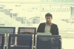 Fonctionnement masculin indien d'homme d'affaires Photo stock
