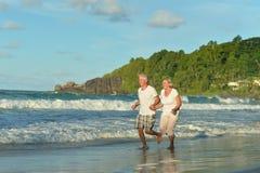 Fonctionnement plus âgé heureux de couples Photo libre de droits