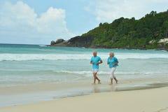 Fonctionnement plus âgé heureux de couples Images libres de droits