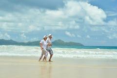 Fonctionnement plus âgé heureux de couples Photo stock