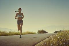 Fonctionnement sportif de femme Image libre de droits