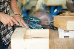 Fonctionner avec du bois Photographie stock