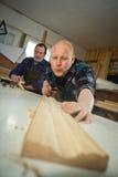 Fonctionner avec du bois Photographie stock libre de droits