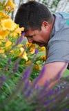 Fonctionner dans le jardin Photo stock