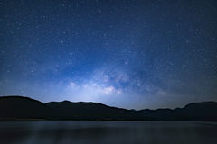 Fond étoilé paisible de ciel nocturne photos stock
