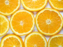 Fond abstrait avec des agrumes des parts oranges Plan rapproché photographie stock