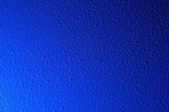 fond abstrait avec des baisses de l'eau bleue   Photos stock