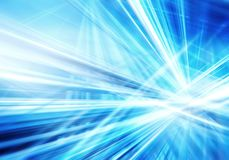 Fond abstrait avec les lignes de bleu et blanches lumineuses intersectées droites photographie stock