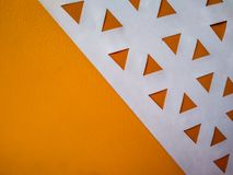 fond abstrait avec les triangles oranges et espace blanc comme bas poly photo stock