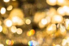 Fond abstrait brouill? des lumi?res de No?l Boules et lignes jaune-orange rougeoyantes brillamment Configurations abstraites de c photo stock