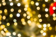 Fond abstrait brouill? des lumi?res de No?l Boules et lignes jaune-orange rougeoyantes brillamment Configurations abstraites de c photos libres de droits
