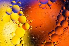 Fond abstrait cosmique d'univers de l'espace ou de planètes Sctructure abstrait d'atome de molécule Bulles de l'eau Macro tir d'a Photo libre de droits