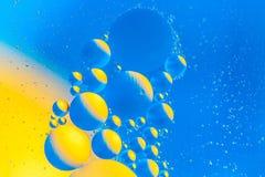 Fond abstrait cosmique d'univers de l'espace ou de planètes Sctructure abstrait d'atome de molécule Bulles de l'eau Macro tir d'a Images stock