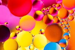 Fond abstrait cosmique d'univers de l'espace ou de planètes Sctructure abstrait d'atome de molécule Bulles de l'eau Macro tir d'a Images libres de droits