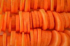 Fond abstrait découpé en tranches frais de carottes Image stock