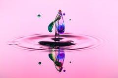 Fond abstrait d'éclaboussure de l'eau de couleur, collision des baisses colorées, l'art de concept images stock