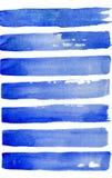 Fond abstrait d'aquarelle avec des rayures de bleu et de navi Fond peint à la main de mer d'isolement sur le fond blanc Pour la c Photographie stock