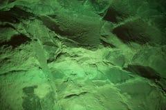 Fond abstrait d'un mur en pierre dans la couleur d'un gre de forêt Photo libre de droits