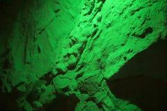 Fond abstrait d'un mur en pierre dans la lumière vert clair Photo libre de droits