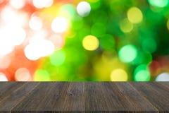 Fond abstrait de bokeh d'arbre de Noël avec la terrasse en bois Images stock