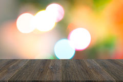 Fond abstrait de bokeh de lumière avec la terrasse en bois Images libres de droits