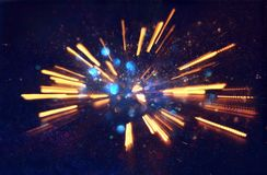 fond abstrait de bokeh de l'éclat d'or de lumière fait à partir du mouvement de bokeh images stock