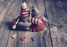 Fond abstrait de l'amour et rêves avec deux jouets en bois Photographie stock libre de droits