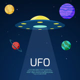 Fond abstrait de l'espace avec le vaisseau spatial d'UFO Photographie stock libre de droits