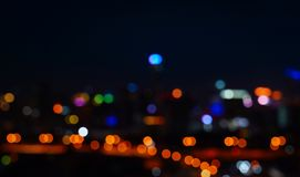 Fond abstrait de nuit de bokeh l?ger de ville images stock