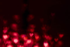 Fond abstrait de Saint-Valentin avec les coeurs rouges Coloré ainsi Images stock