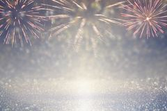 fond abstrait de scintillement d'or et d'argent avec des feux d'artifice réveillon de Noël, 4ème du concept de vacances de juille Images libres de droits