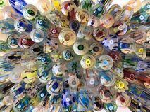 Fond abstrait de texture, perles en verre colorées photographie stock libre de droits