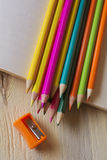 Fond abstrait des crayons Photos stock