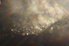 Fond abstrait - flashes et rayons de couleur claire sur le noir Fusée de lentille Pour l'usage comme couche de texture dans votre Photo stock