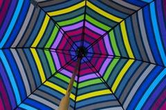 Fond abstrait : Parapluie rétro-éclairé de dessous Image libre de droits