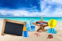 Fond accessoire vide de plage d'approvisionnements de tableau noir et de plage photo stock