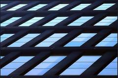 Fond architectural géométrique de bleu Vitraux de gratte-ciel photos stock
