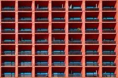 Fond architectural géométrique de couleur de corail Une partie d'un bâtiment à Mexico photographie stock