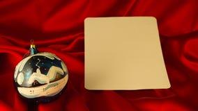 fond Ardent-rouge pour des félicitations sur Noël et le nouveau YE Images libres de droits