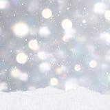 Fond argenté de Noël avec des monticules de neige Photos stock