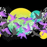 Fond artistique d'aquarelle : silhouettes d'oiseau de vol, formes liquides remplies de minimal, grunge, textures de griffonnage illustration libre de droits