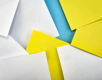 Fond avec de petits papiers avec la flèche Images libres de droits