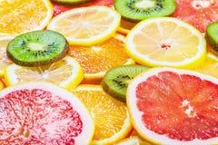 Fond avec des agrumes des tranches de fruit frais images libres de droits