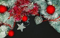 Fond avec des billes de Noël Images libres de droits