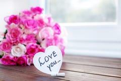 Fond avec des fleurs Le concept du jour du ` s de Valentine, vacances Photographie stock libre de droits