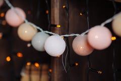 Fond avec des lumières de Noël et des couleurs en pastel Images libres de droits