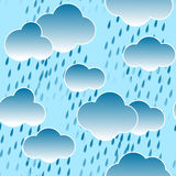 Fond avec des nuages et des baisses de pluie Photographie stock